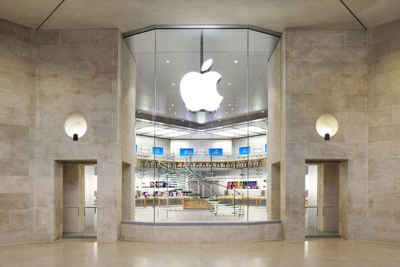 apple-carrouseldulouvreavrmagazine